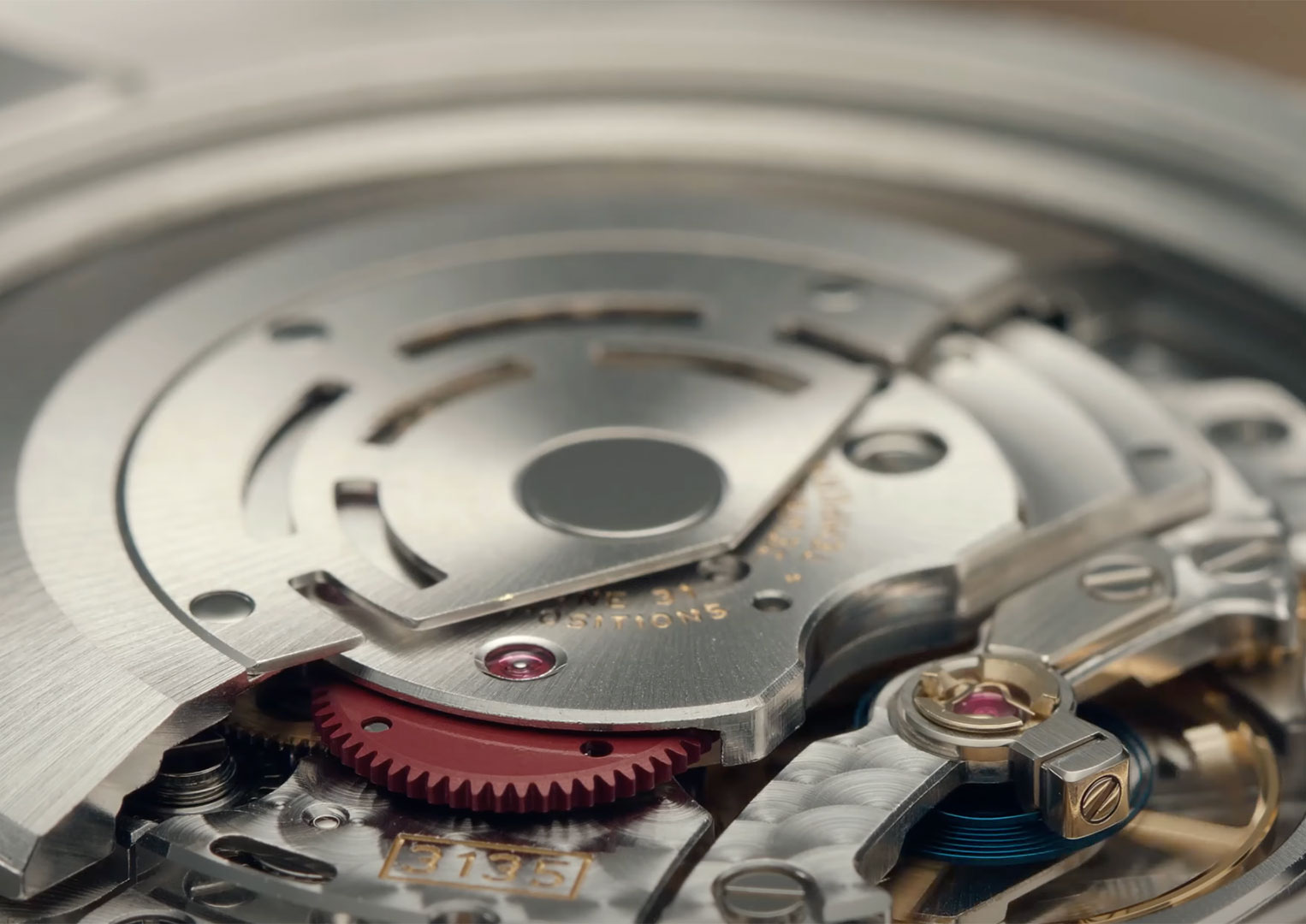 The Rolex Submariner 116613 LN features the Calibre 3135