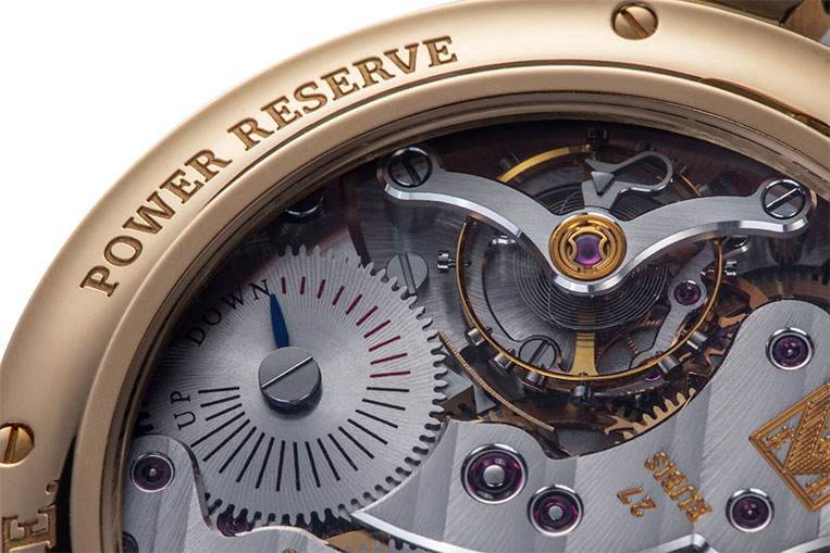 The power reserve is located on the back to keep the dial clean