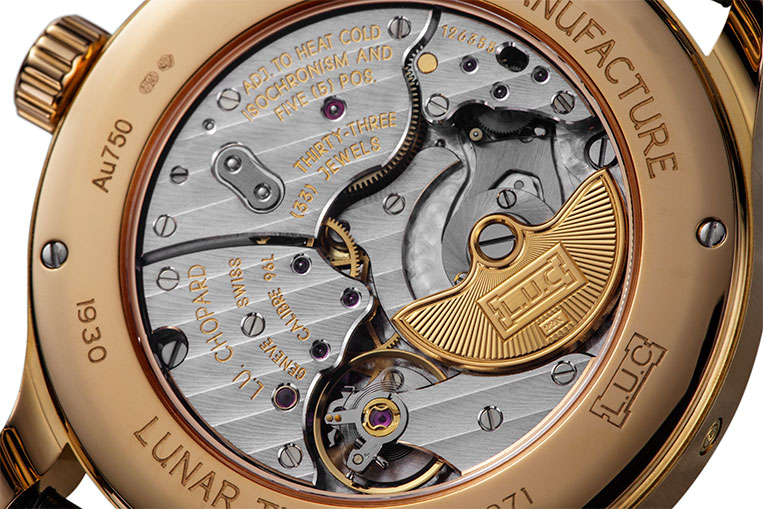 The micro rotor design is elegantly finished and has earned high praise from eminent watchmakers