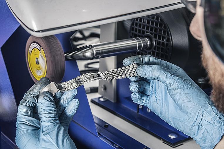 Polishing machine