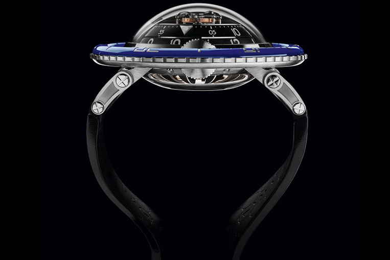 MB&F HM7 Aquapod side view